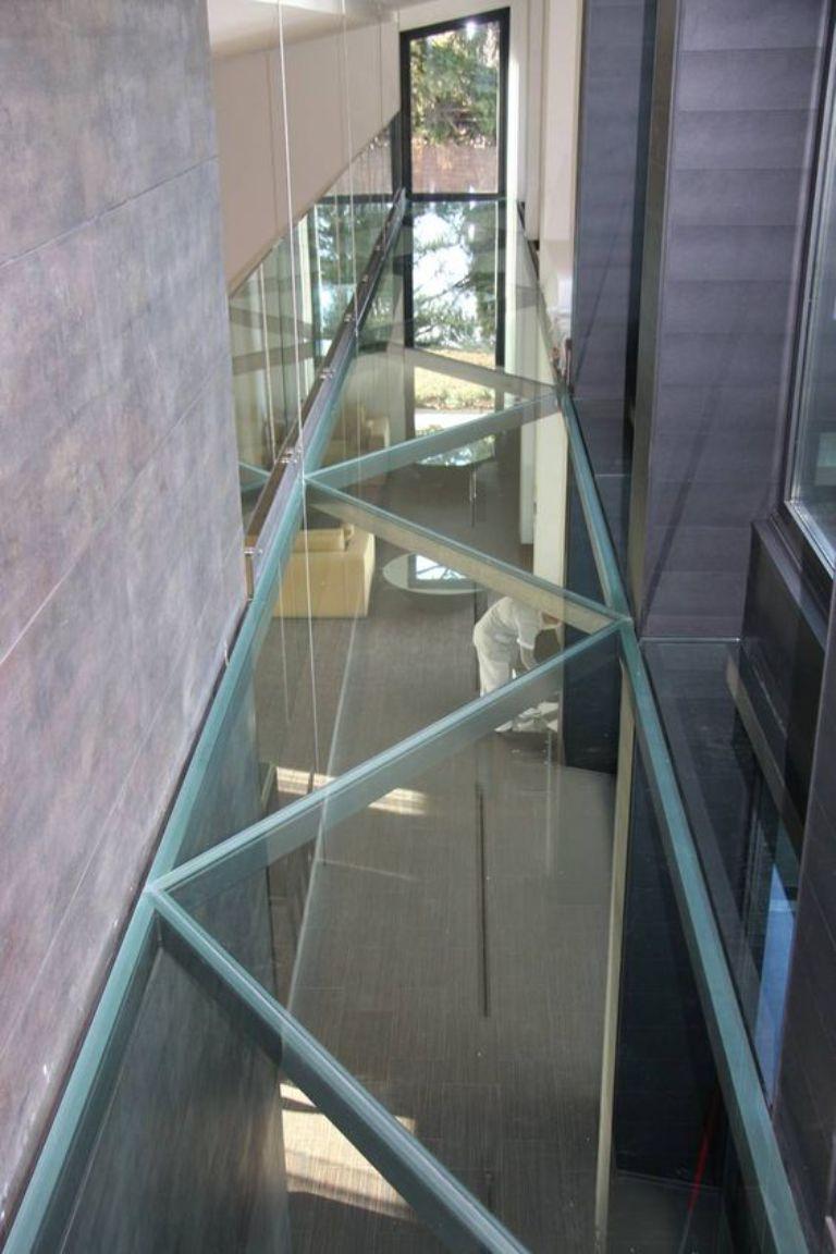 Sàn kính khung inox chống trơn