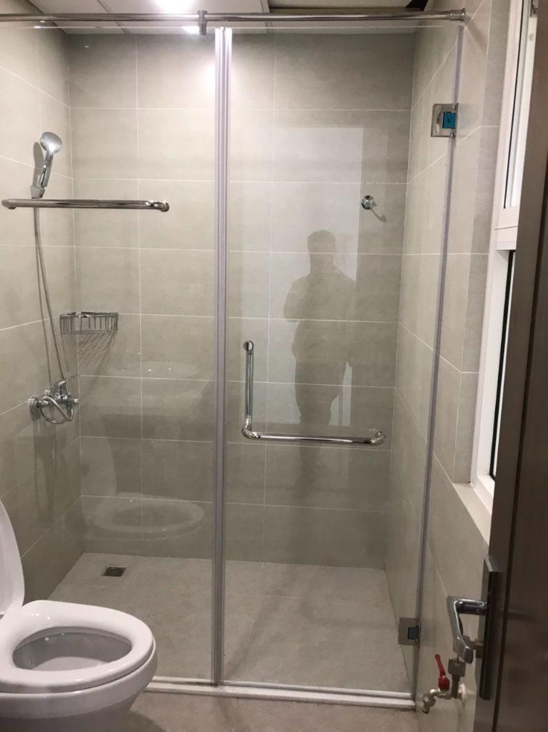 vach kinh cuong luc 2 11 - Báo giá phòng tắm kính cường lực 2021