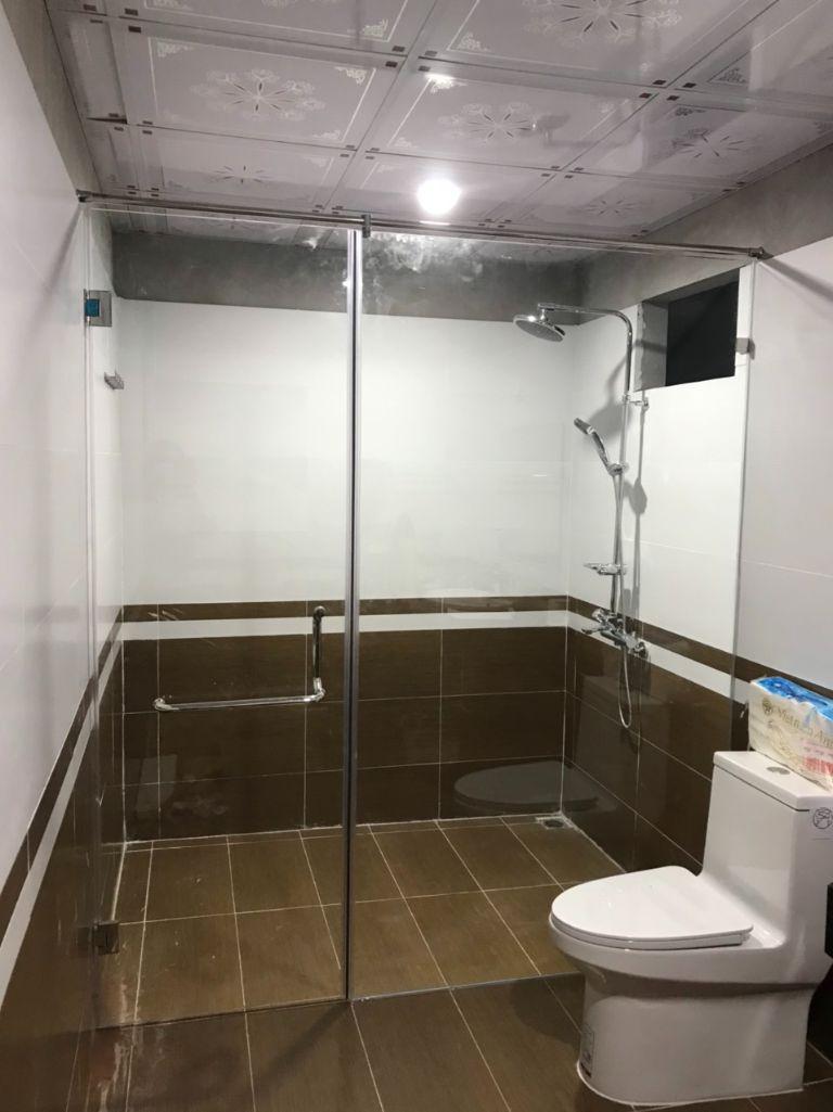vach kinh cuong luc 6 2 - Báo giá phòng tắm kính cường lực 2021