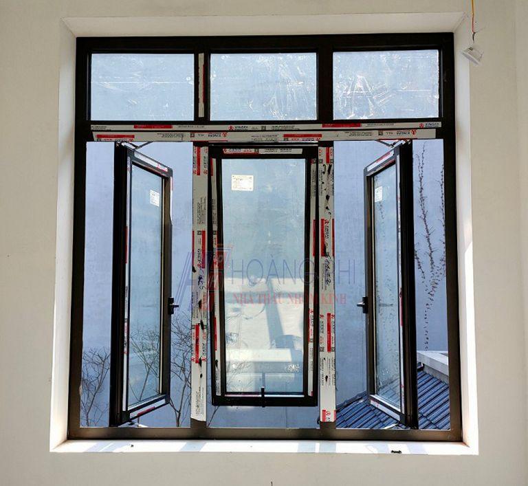 Cửa sổ 3 cánh mở hất