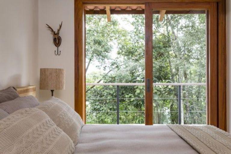 Mẫu cửa kính khung nhôm giả gỗ mở lùa