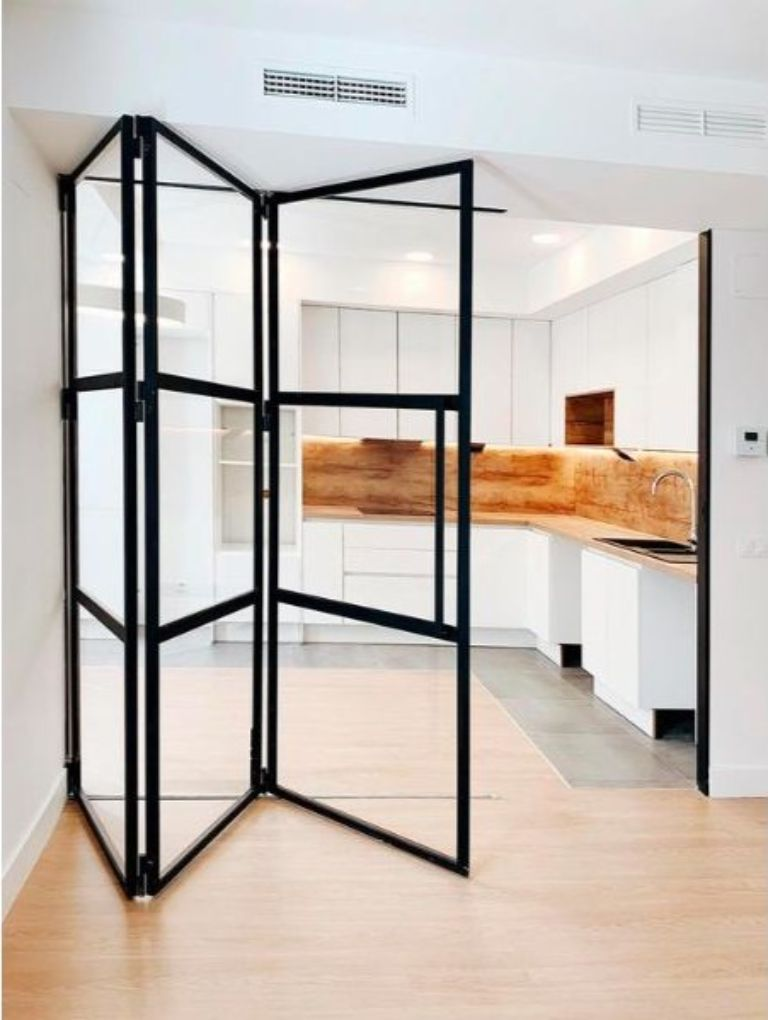 Tại sao nên lắp đặt cửa kính cho phòng khách và nhà bếp?
